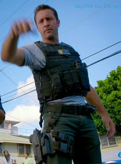 YOU! RIGHT HERE.. RIGHT NOW! who am I to argue with McGarrett? #AlexOLoughlin