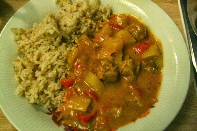 Katharinas Abendessen ging auf dem Foto leider die tolle gelbe Farbe verloren. Ihr seht ein Curry mit Naturreis.
