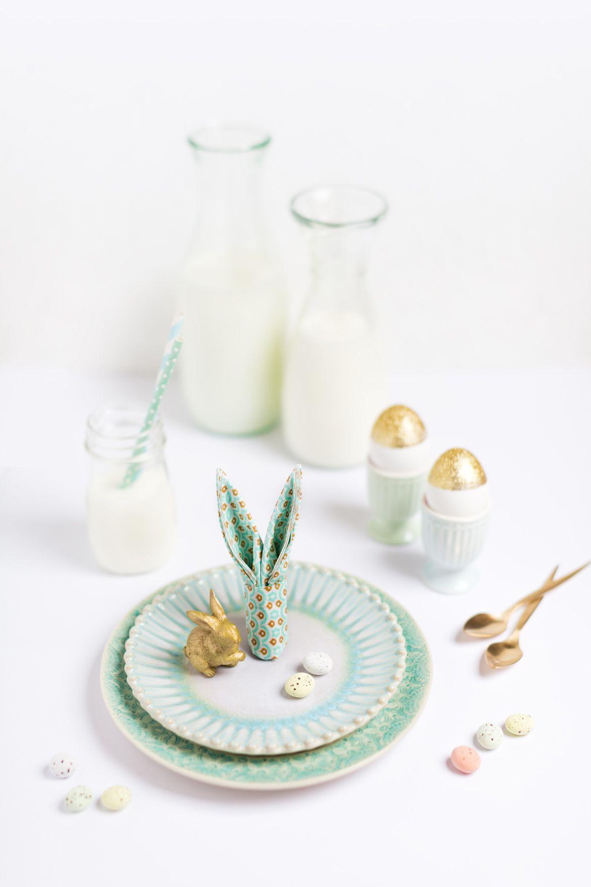 Hasen Servietten falten als einfache Tischdeko für Ostern.