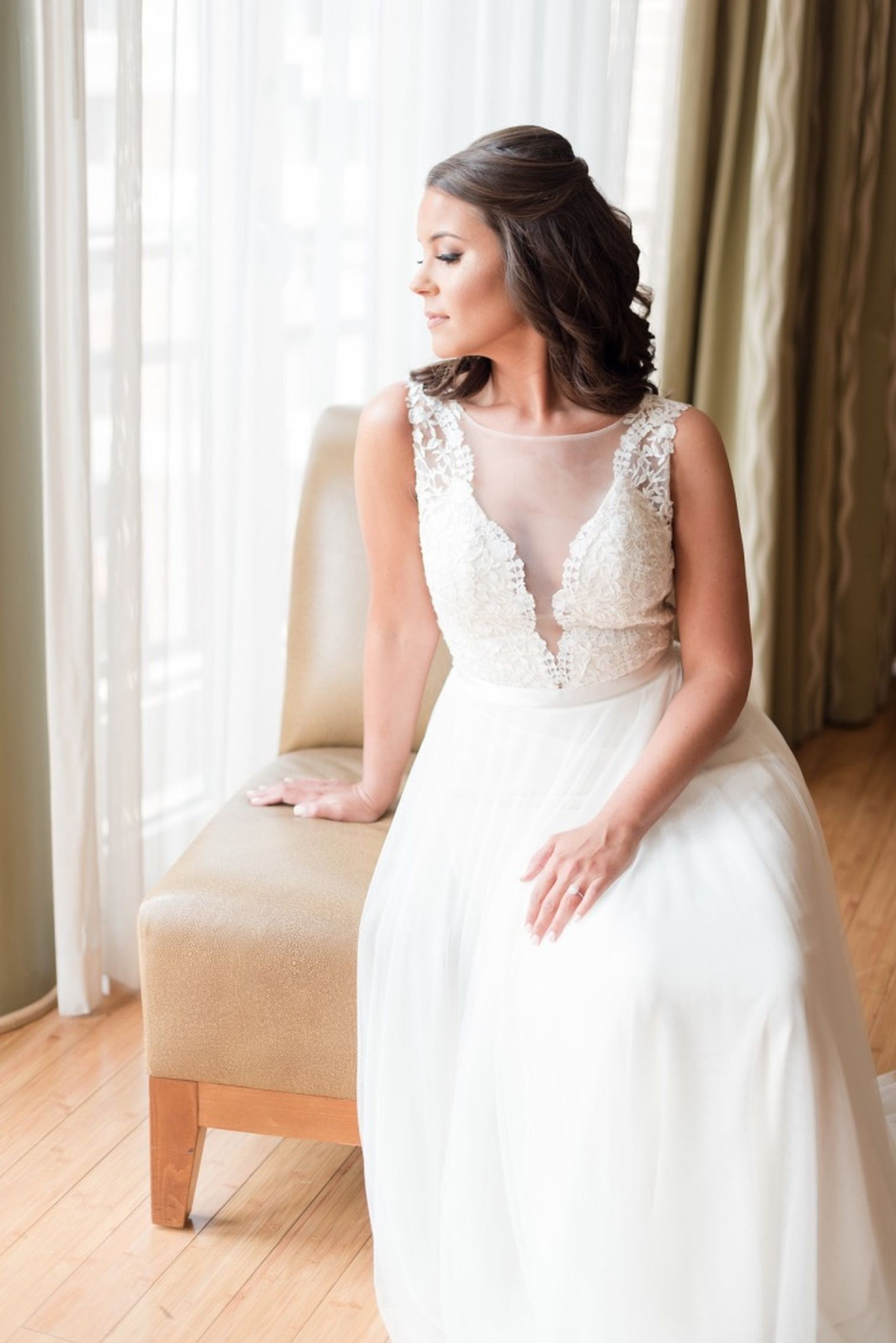 f8e042367781 Laura and Charles | Real Weddings | Watters Sell Wedding Dress, Affordable  Wedding Dresses,