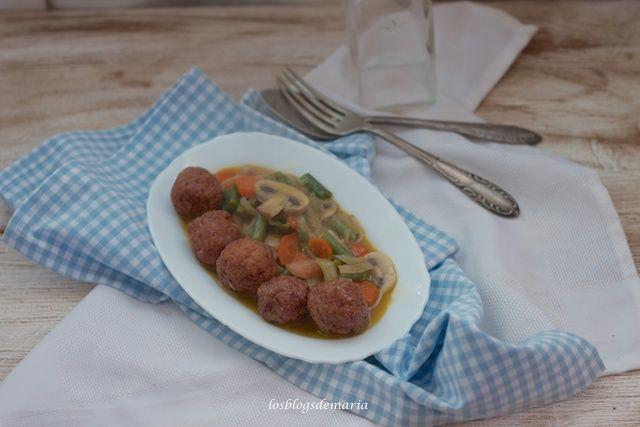 Albóndigas con verduras a la salsa de soja