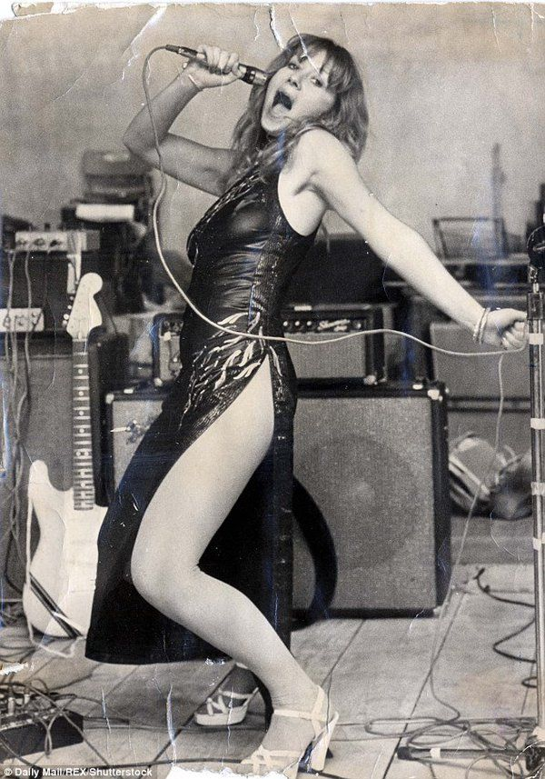 Helen Mirren, 1975, bearing a striking resemblance to Jennifer Lawrence.   Damn, the year I was born.  https://t.co/Jvd4UQzXaO