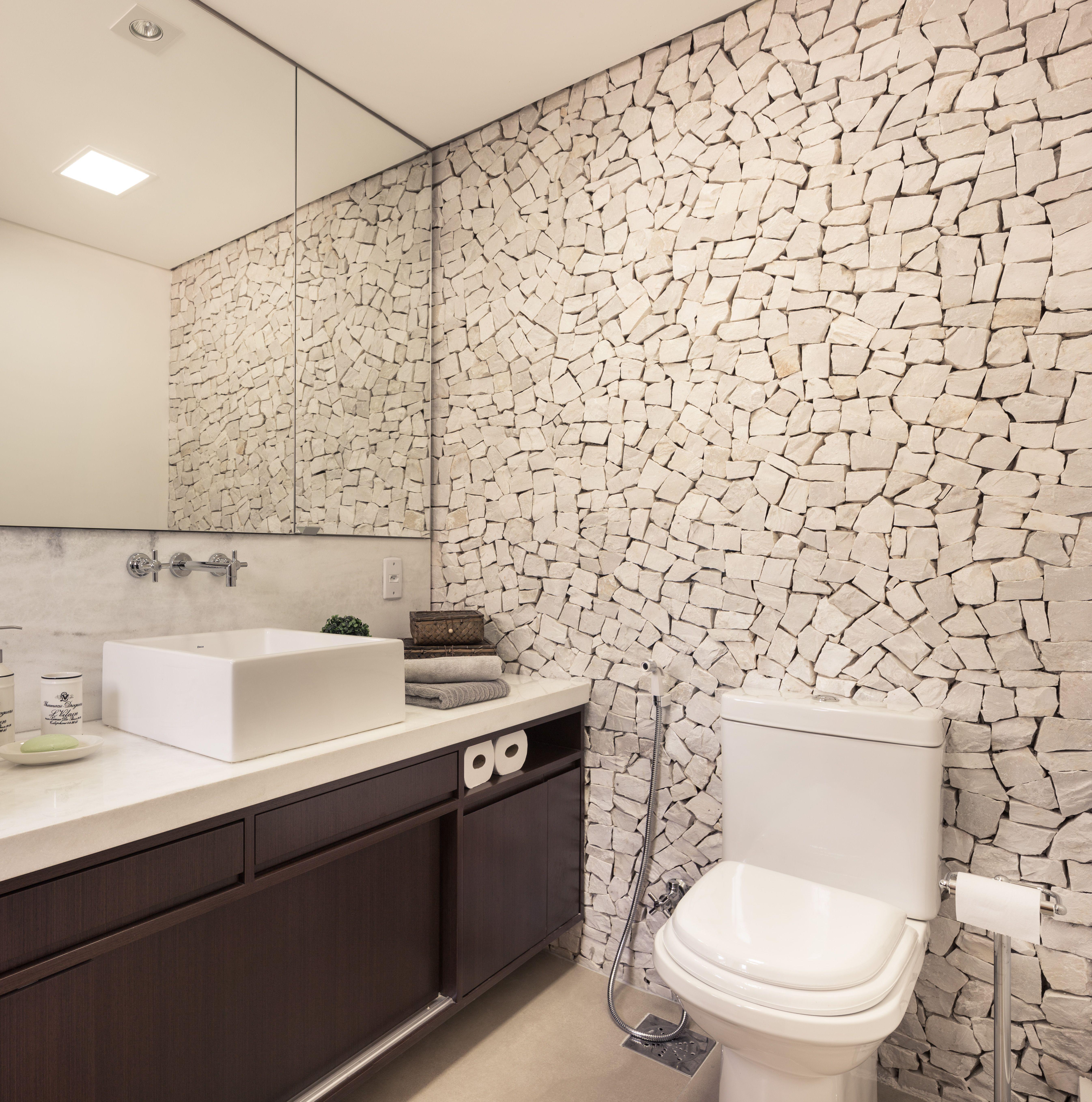 Suficiente Banheiro moderno com revestimento em pedra natural e concreto  IA57