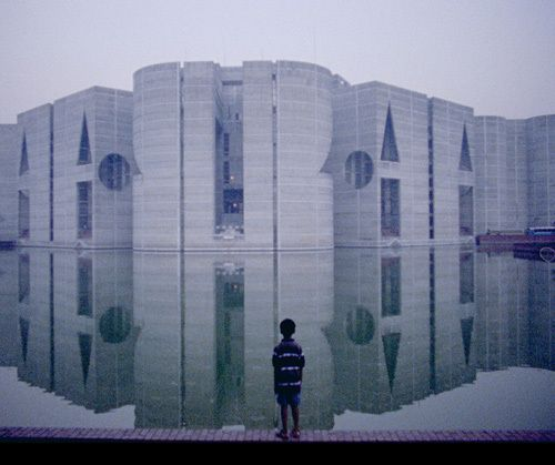 Modern Architecture Vincent Scully louis kahn.air view, national assembly building. dacca, bangladesh