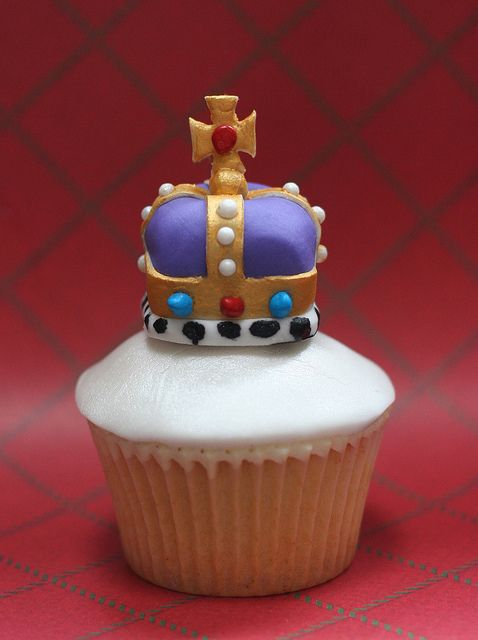Cupcakes fit for a Queen   Fifty More Cupcake Ideas