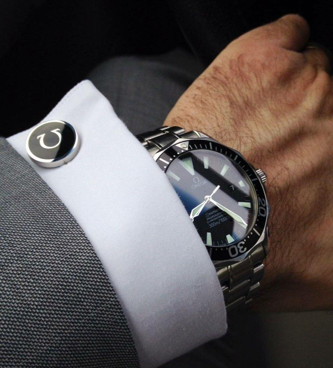 Часы руках мужчины фото
