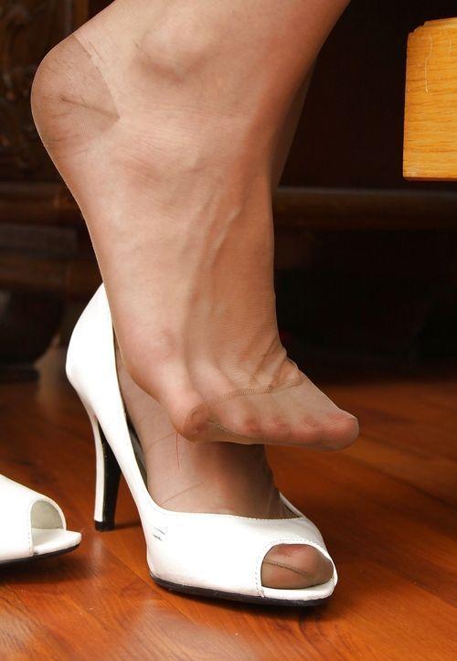 cd1fa6f80e9 Pretty feet in RHT nylon in open toe shoes. Hot.