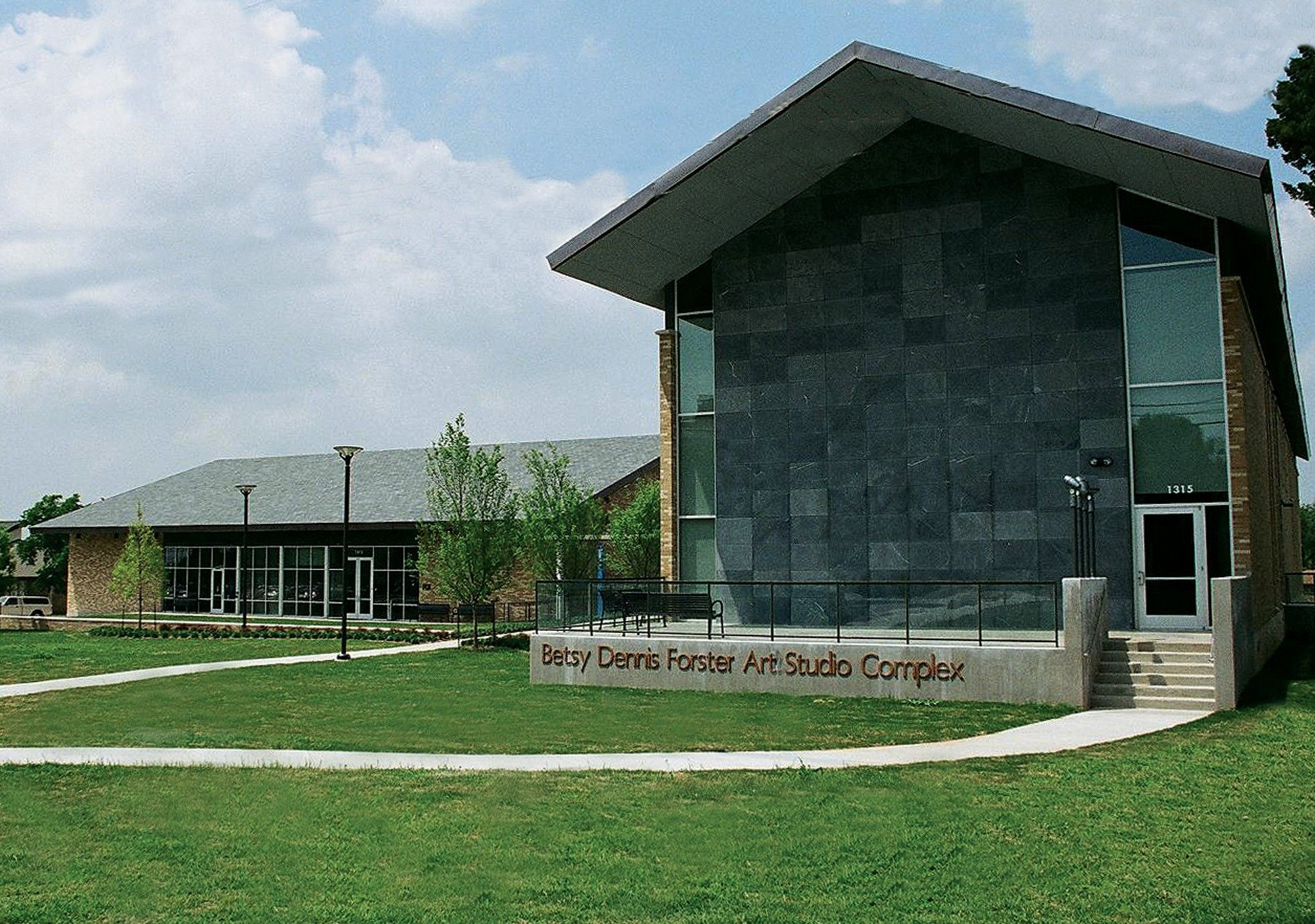 Austin College Campus - Betsy Dennis Forster Art Studio Complex (2008)