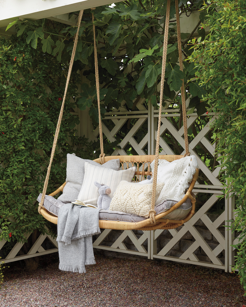 Hanging Rattan Bench in 2020 | Hanging chair outdoor ...