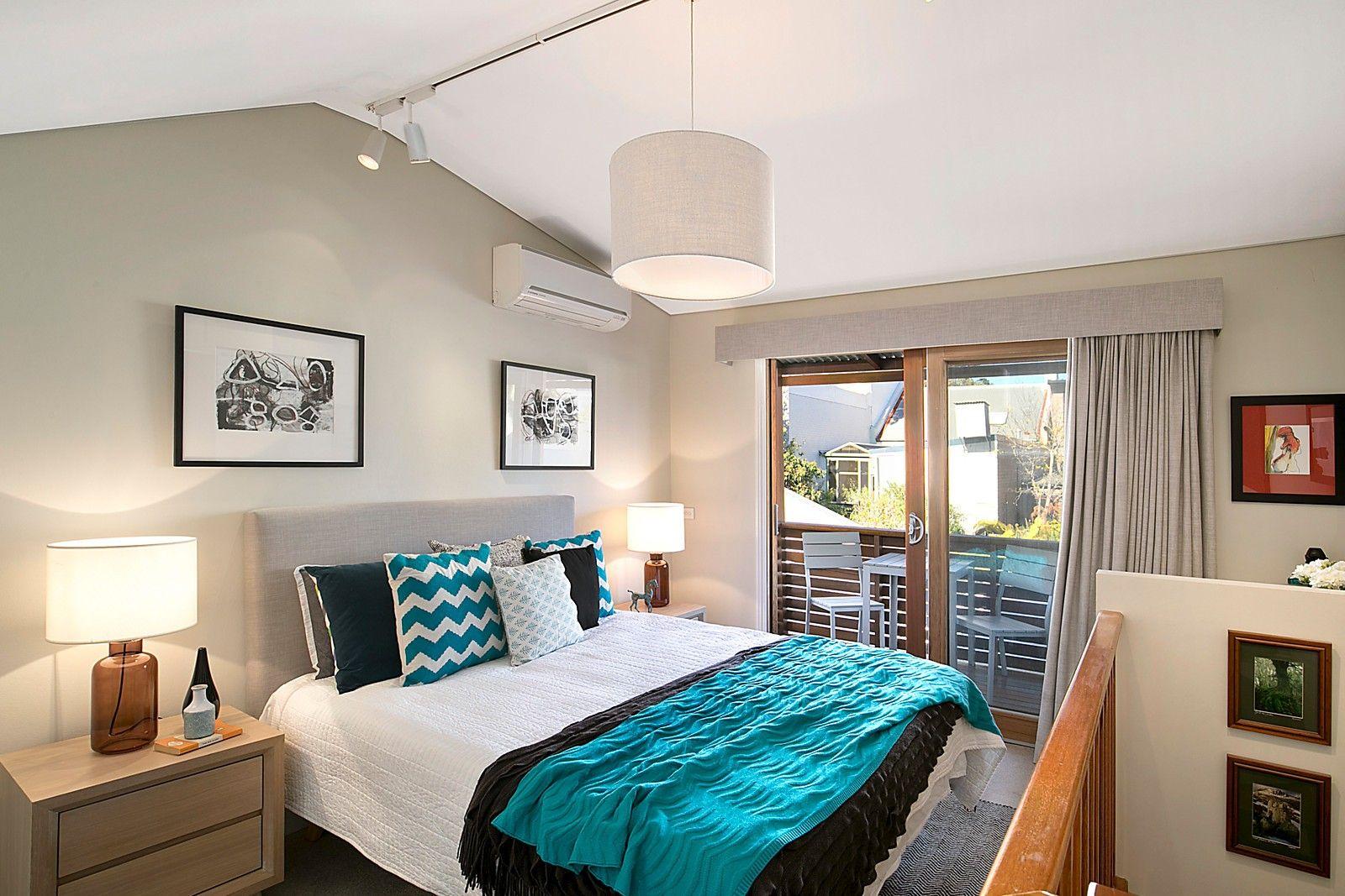 5 bedroom house interior main kingsize bedroom with built ins u balcony   ferris street