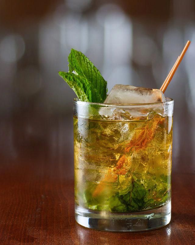 Photo of Easy 3-Ingredient Whiskey Drinks to Up Your Home Bartending Game