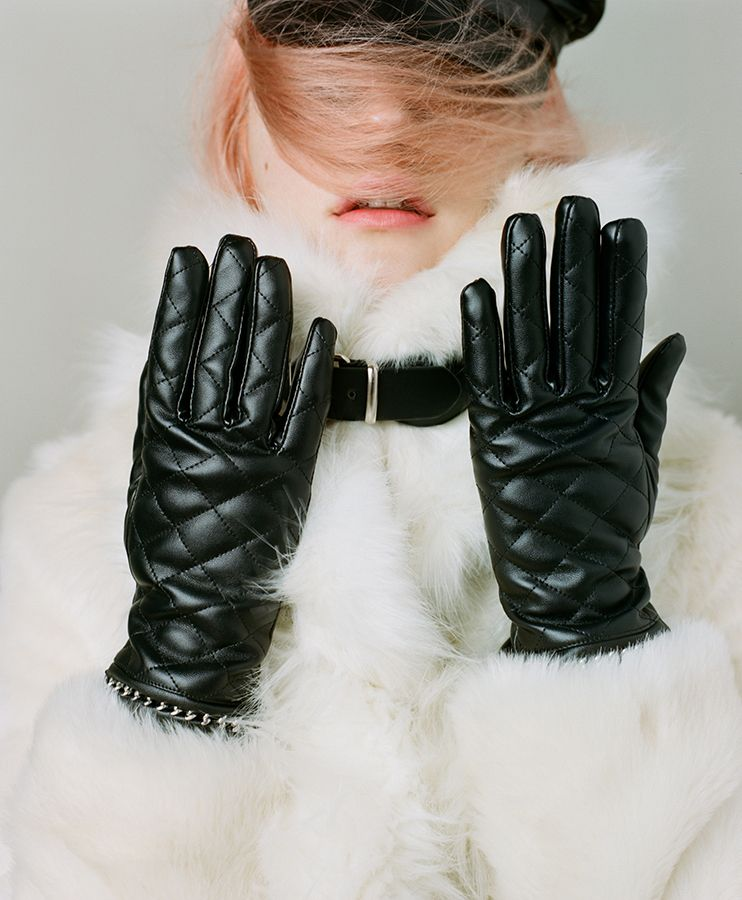 Hot Hands Quilted Gloves & Nasty Gal Neck Yourself Faux Fur Scarf #nastygal #editorial #fallfashion
