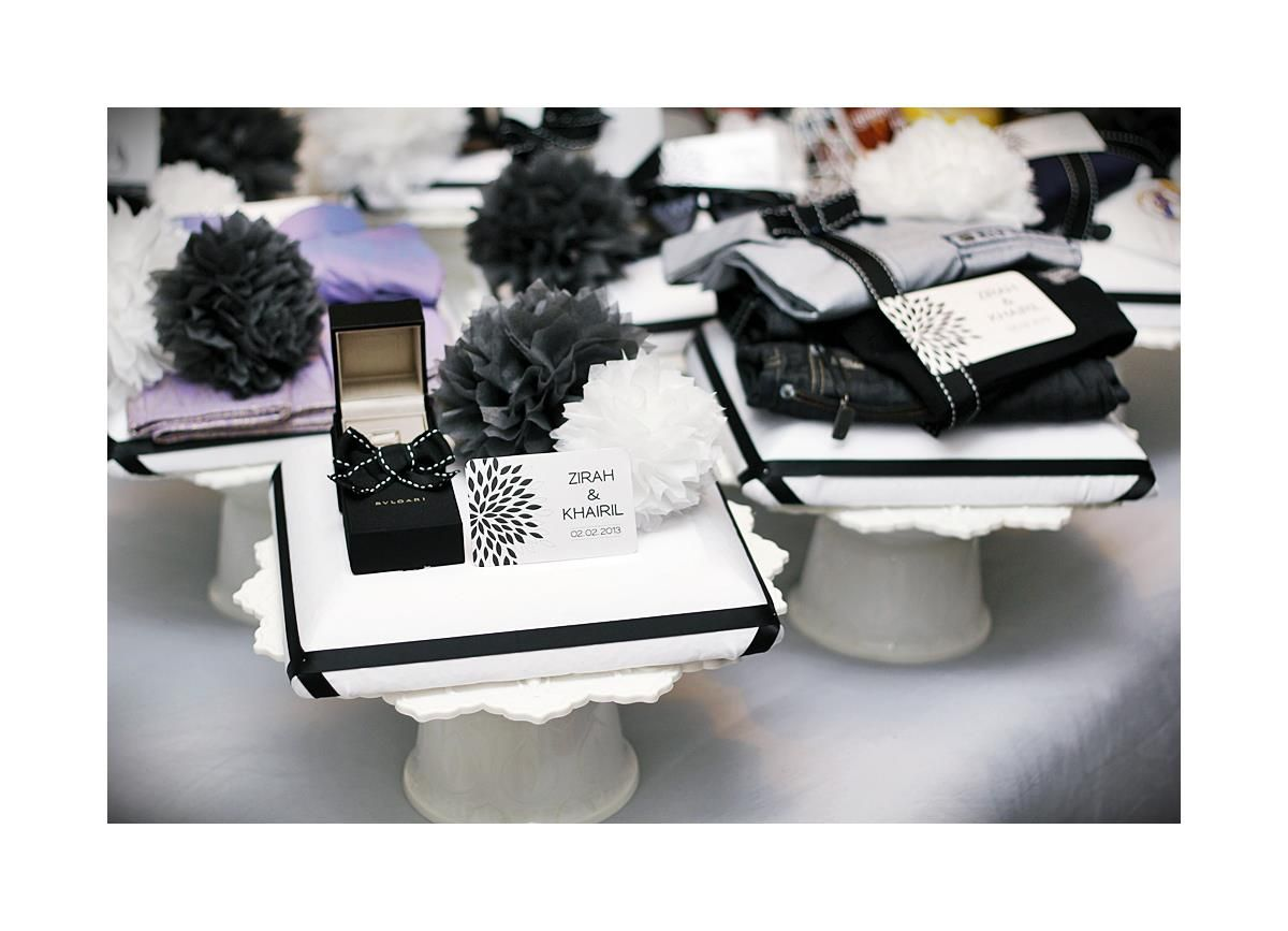 Malay Wedding Gifts: Black & White Gift Tray