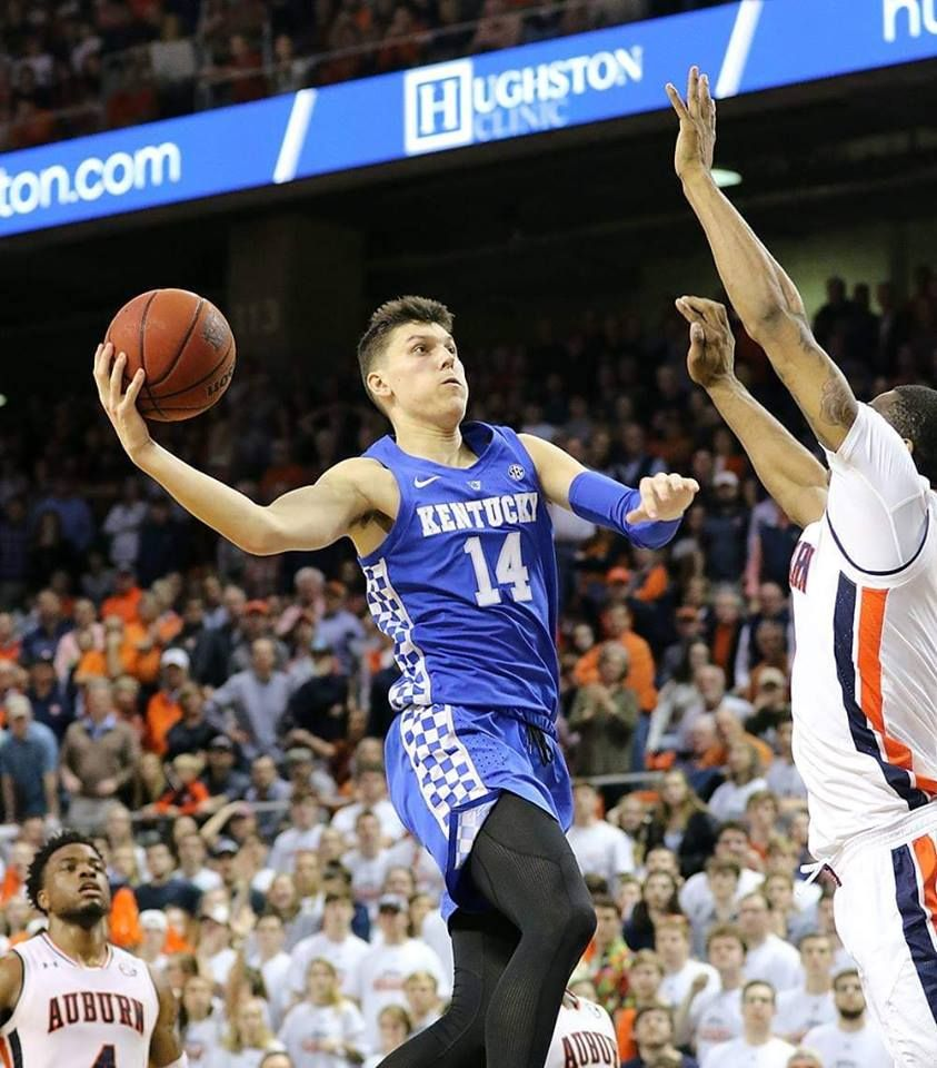 Tyler Herro With A Layup At 14 Auburn 13 Ranked Cats Win 82 80 2019 Kentucky Uk Wildcats Big Blue Nation