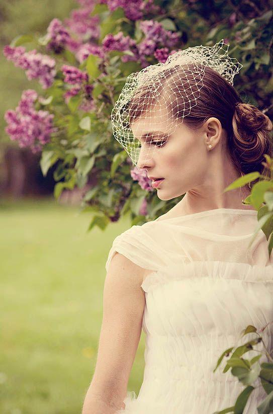 Peinados con tocados de rejilla