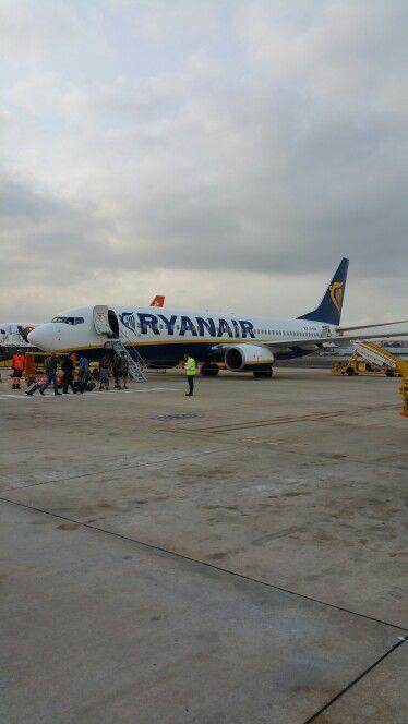 Boeing 737 - 800 by Ryanair