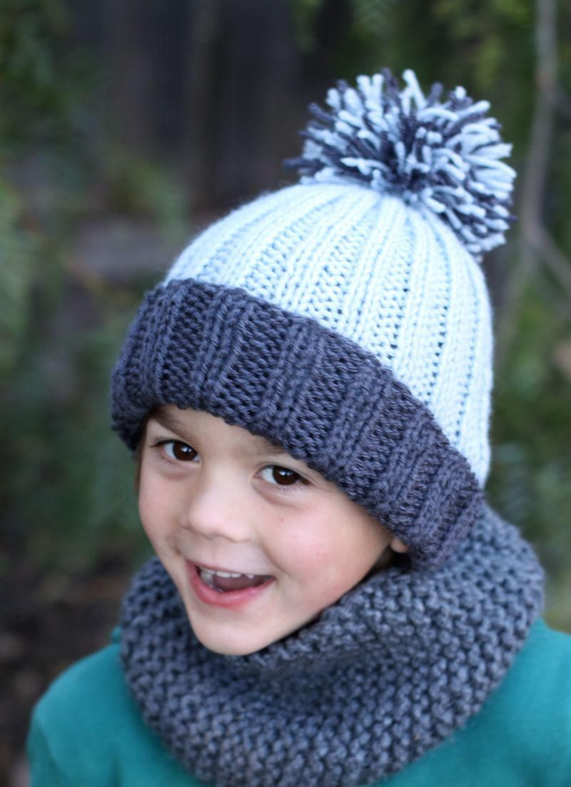 Beginner easy ribbed pom hat free pattern color blocking and easy this fun and easy hat is great for a beginner the free pattern includes dt1010fo