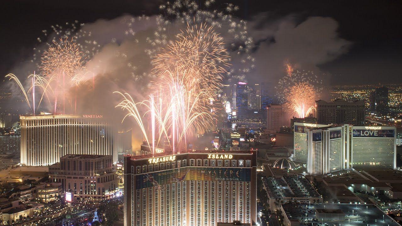 News Year's Eve 2017 Fireworks in Las Vegas Treasure