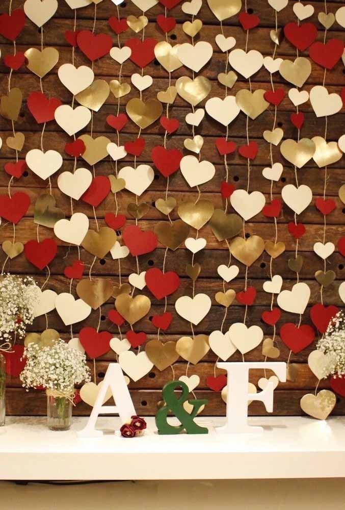 A cor da festa na cortina de coração
