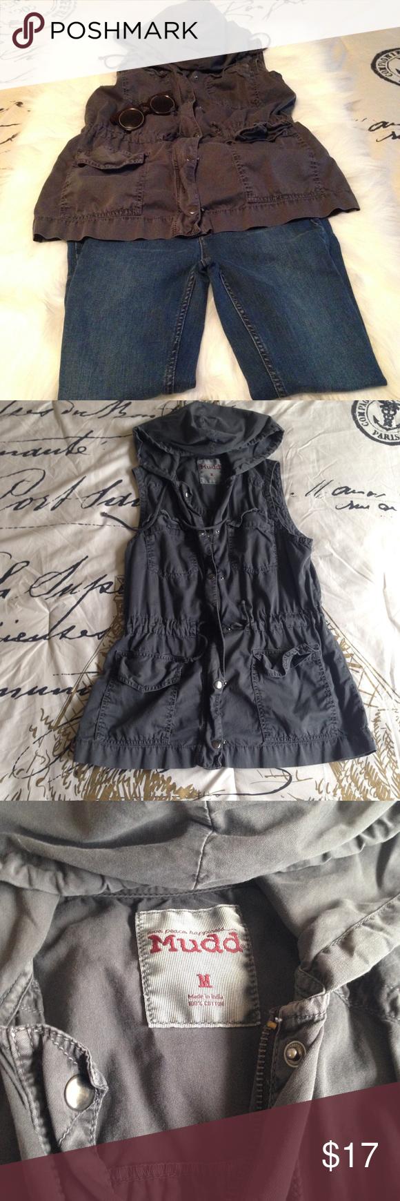 f948e87b1f4a3 Sleeveless Cargo Jacket Dark green sleeveless hooded cargo jacket Size  medium Drawstring waist Cargo pockets Mudd Jackets   Coats Utility Jackets