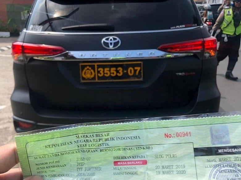 Ini Asal Usul Pelat Dan Stnk Dinas Polri Di Mobil Kevin Kosasih Toyota Kendaraan Kalimantan