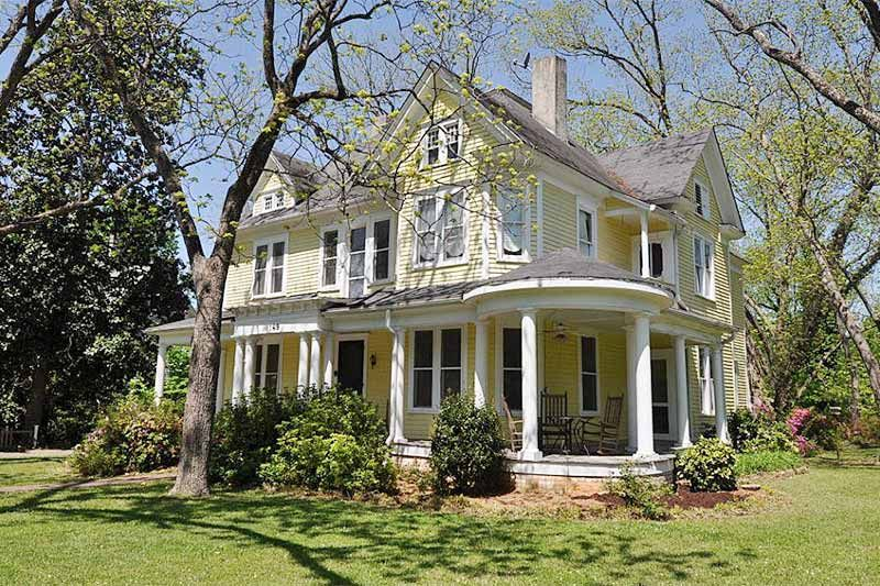 Beautiful 1905 victorian 5 br 3 ba home in the chester for Large victorian homes for sale