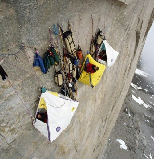 Extreme Cliff Camping :O