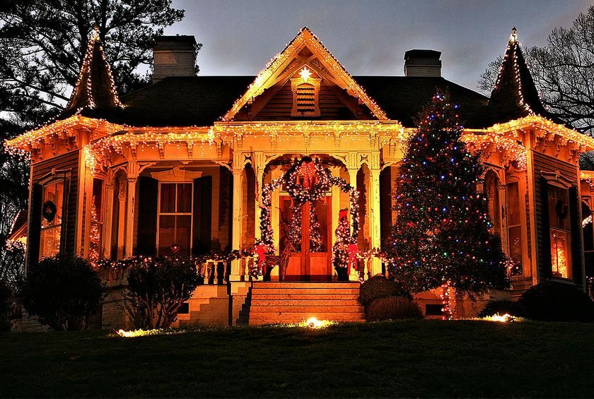 The Best Christmas Light Displays In Every State Gallery Best Christmas Lights Best Christmas Light Displays Christmas Town