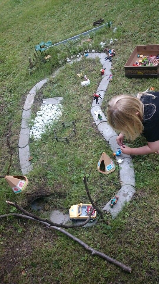 Kinder Im Garten Idee Zum Spielen Gardening For Kids Outdoor Play Areas Hardscape