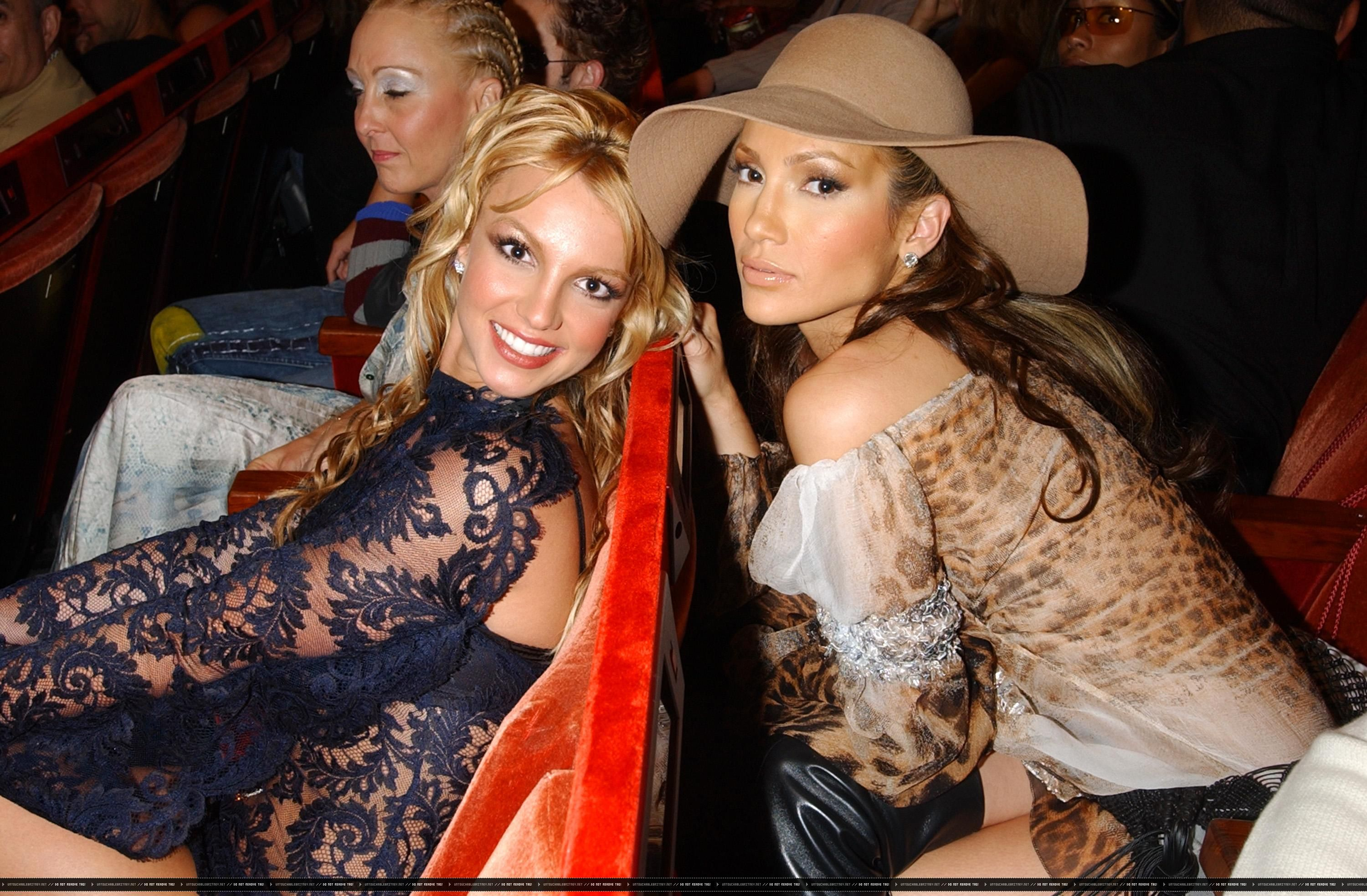 Britney Spears & J. Lo at the 2001 VMA's