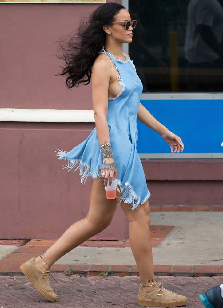 On Boxing Day Rihanna was spotted in Barbados... | RIHANNA.STYLE