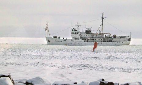 Koululaiva Katarina rikkoi jäät Sapokassa   Kymen Sanomat 25.3.2013.