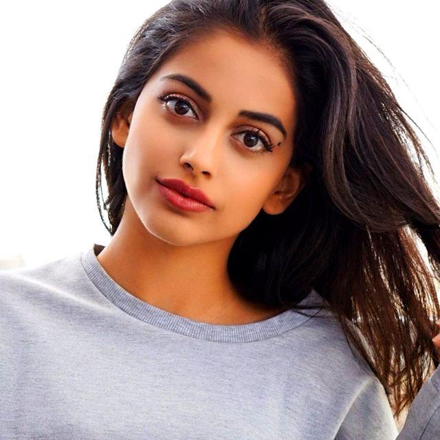 Beautiful Indian Bollywood Actress All Time: Banita Sandhu Age,Biography ,Movie, Advertisement ,Facts