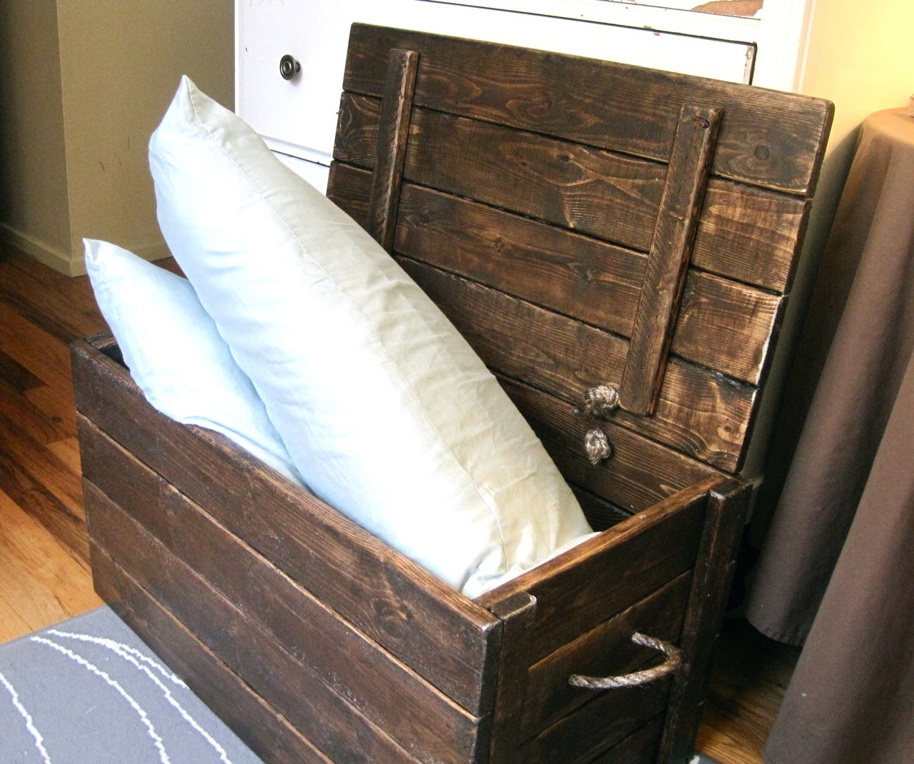 Make Your Own Wood Storage Chest With The Project Lady This Chest Features Rope Handles On The Sides And Makes The Diy Storage Trunk Wood Storage Diy Storage