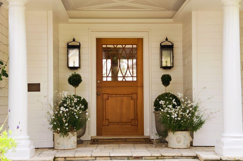 玄関先を花鉢でコーディネート 海外のおしゃれな玄関先8選 玄関先