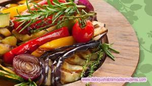 ¿Te gustan los vegetales y las legumbres? Durante esta temporada de verano donde el calor nos agobia y muchas veces hace que nuestro apetito disminuya, nos pone en aprietos y no sabemos qué cocinar de manera deliciosa. http://www.deloquehablanlasmujeres.com/vegetales-y-legumbres-25-articulo#2