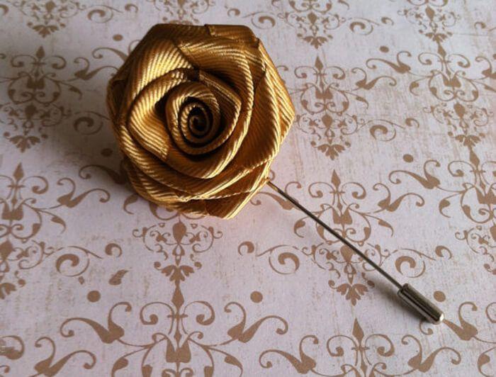 Goldene Hochzeit Anstecker Goldene Rose Fur S Revers Hochzeitsanstecker Goldene Hochzeit Goldene Rosen