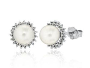 9ct White Gold 0.25ct Diamond and Pearl Cluster Stud Earrings  http://electmejewellery.com/jewelry/earrings/9ct-white-gold-025ct-diamond-and-pearl-cluster-stud-earrings-couk/