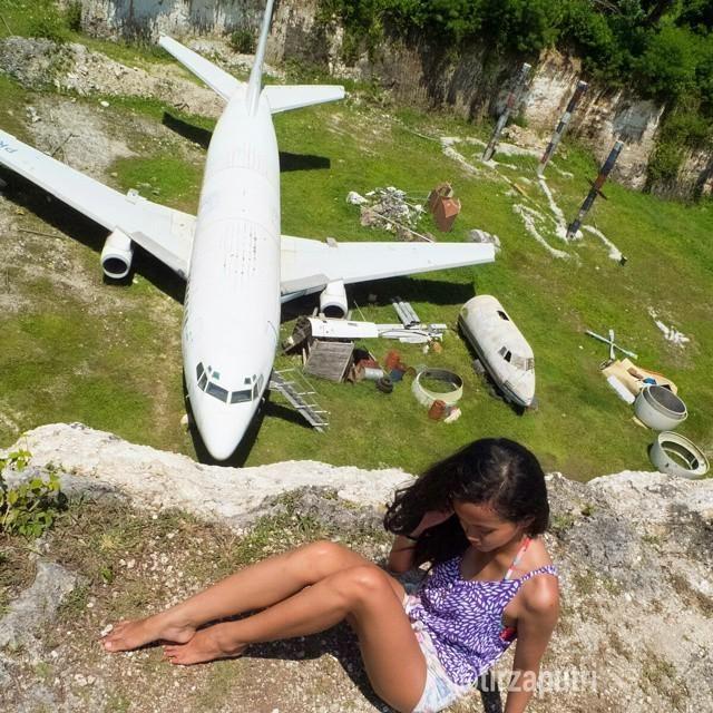 girl on girl 737