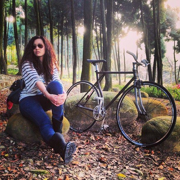 FGGT-ABOW  &  Favorbikes - SPUNt1 #spunstudio  #favorbikes  #spunt1 #track  #fixie  #fixieporn  #bike  #bikeporn  #streetfashion #自転車 #fggt #fixedgear #腳踏車 by calorie_07, via Flickr