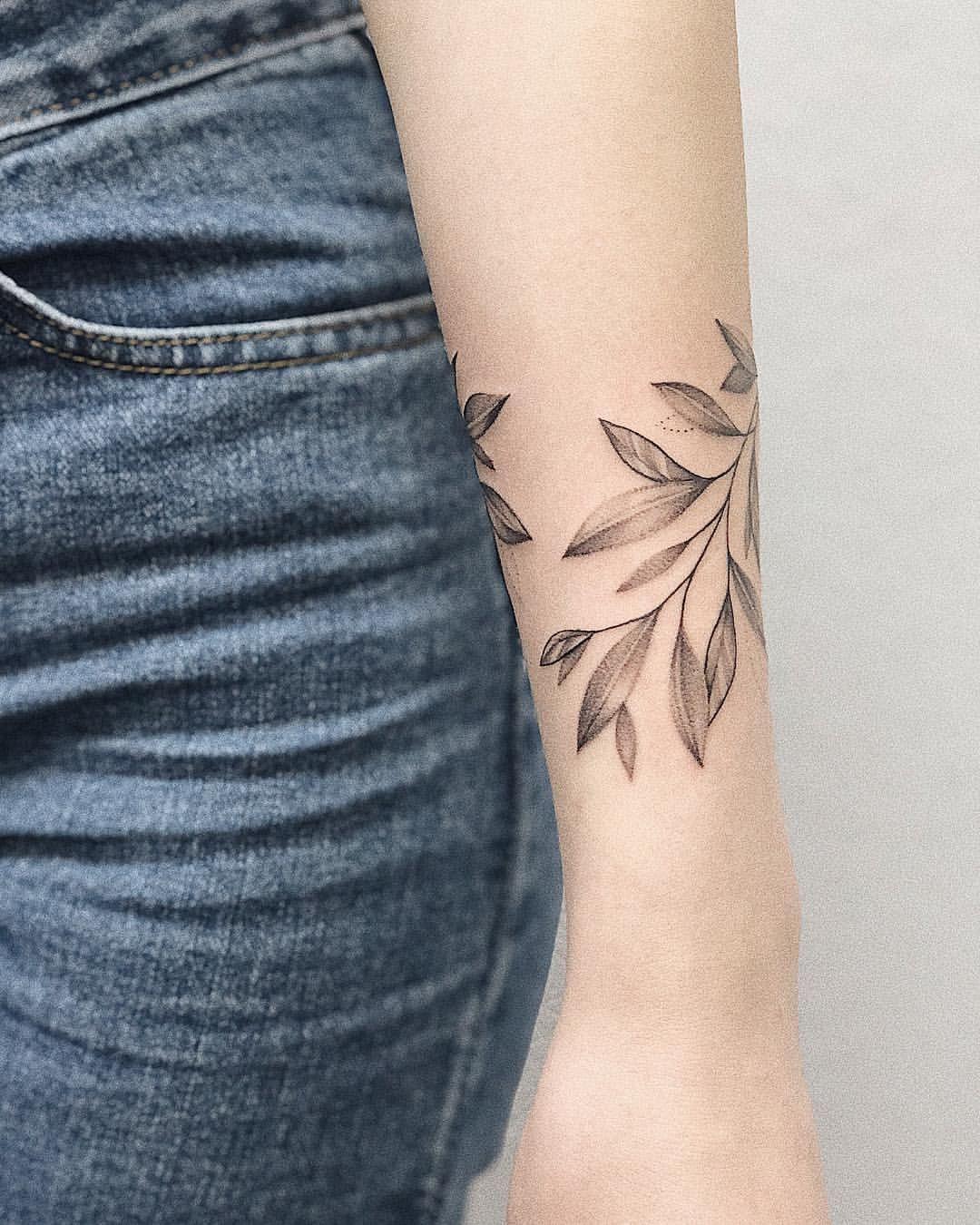 """Anastasia Seryogova en Instagram """"🌿   tattooleaves leaves ..."""