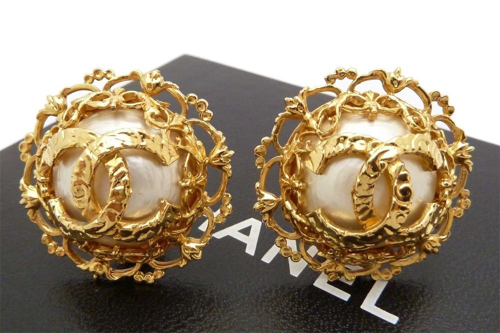 I need these In my life....Auth CHANEL CC logo Gold Tone