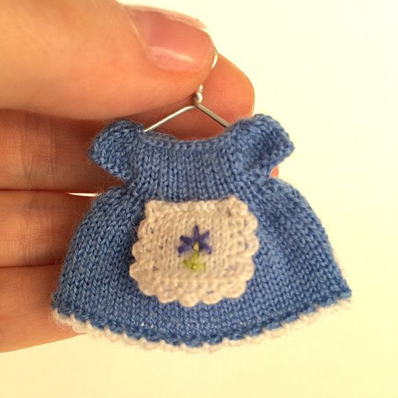 Miniature hand-knitted blue dress with embroidered apron fit to any 2.5 doll (6.35 cm) - for biscuit doll, plastic doll, etc. Dress made of high quality wool yarn - 100% merino. Miniature dress decorated by embroidered apron and miniature blue button on the back.   Size: length approximately 3.2 cm (1.25)  Real color tint depends of computer display. It can be a bit brighter or paler  If you have 2.5 doll inches (6.35 cm) doll look at the baby carriage and doll bassinet play set for this…