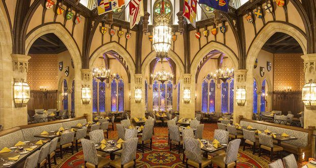 10 Tips And Secrets For Walt Disney World S Restaurants Disneydining Disney World Restaurants Cinderella Royal Table Disney Dining