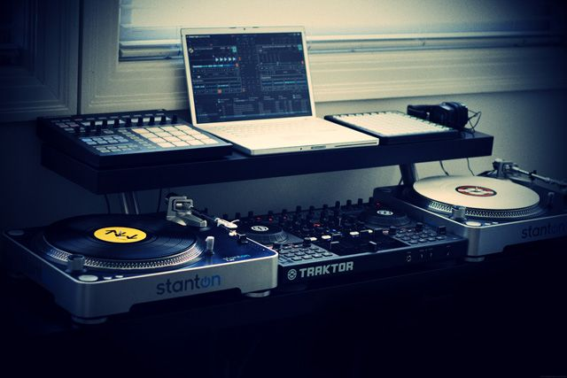 i 39 m not a dj but this is just a really cool setup for any musician producer using all ikea. Black Bedroom Furniture Sets. Home Design Ideas