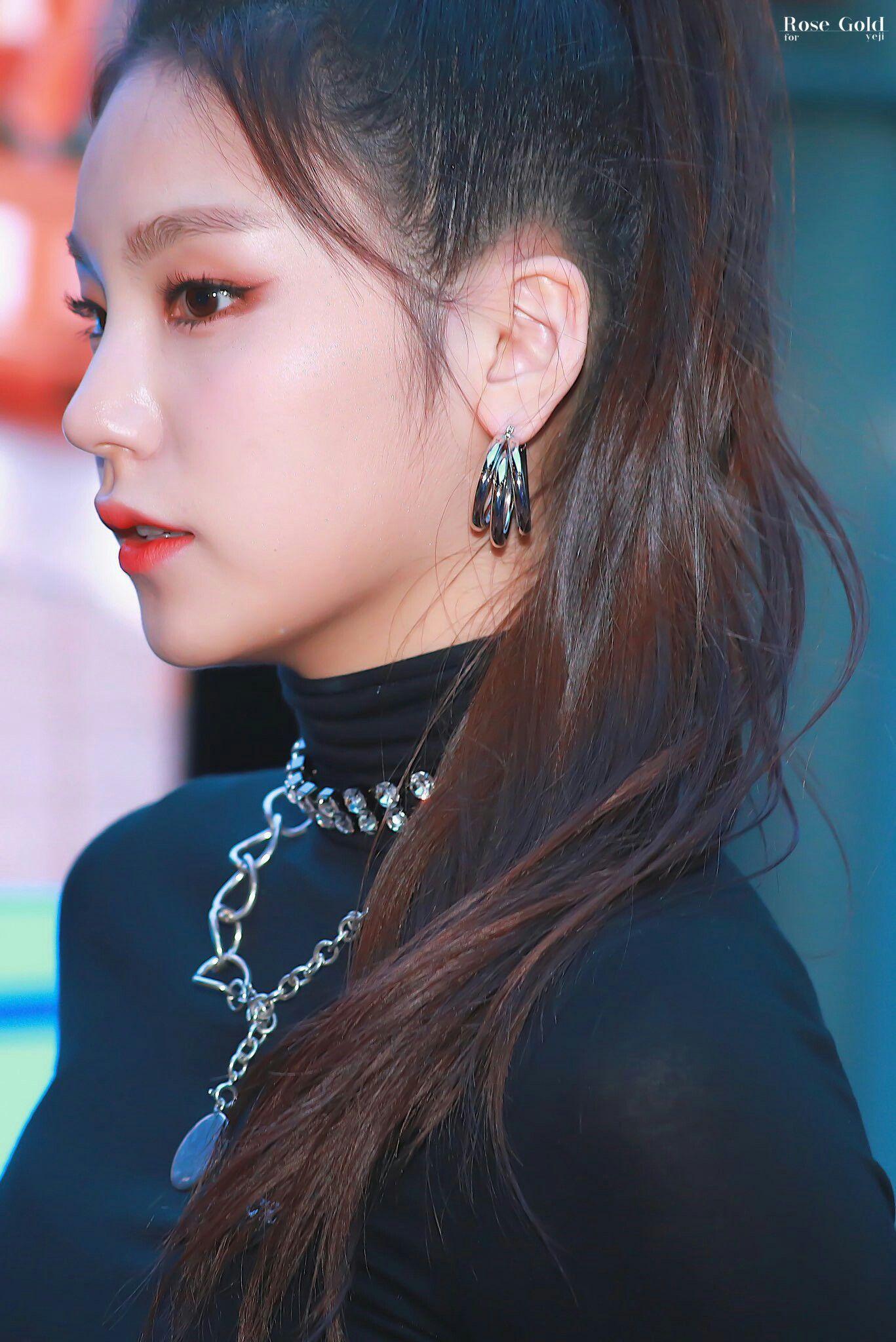 Pin De Bp 99 Em Itzy Em 2019 Brinco Perola K Idol E Dahyun