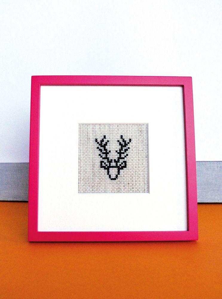"""Image of Broderie """"Black deer"""" / point de croix"""
