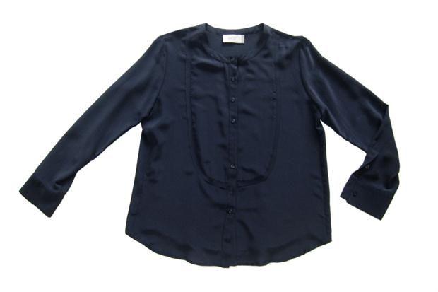 Armá tu guardarropas de entretiempo  Camisa de seda, fundamental para la oficina (línea Be.35 de Graciela Naum, $1260).