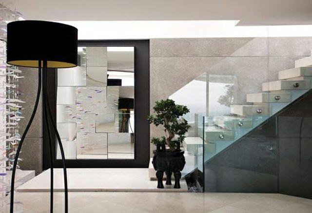 Maison Au Design Intérieur Moderne Avec Grand Miroir