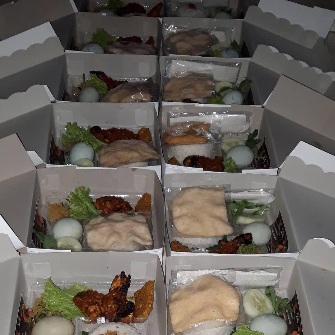 Trmks Kak Sudah Pesan Nasi Kotaknya Shellykitchen Untuk Acaranyaa Kami Melayani Pemesanan Prasmanan Nasi Kotak Ca Food Food Delivery Packaging Cooking